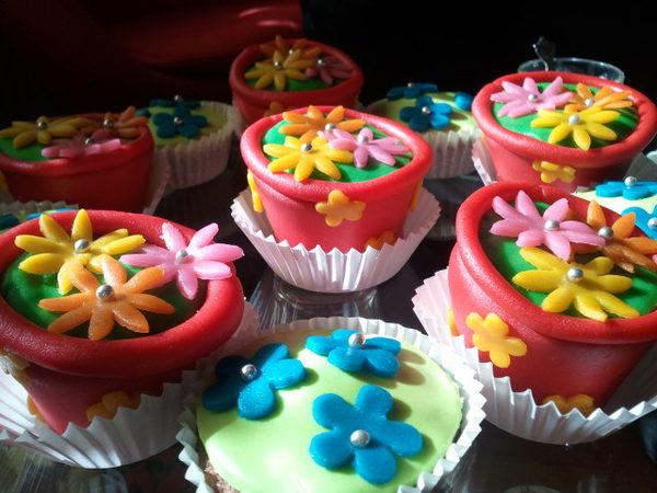 Cupcakes versieren met marsepein deel 1 huis van belle for Decoratie cupcakes